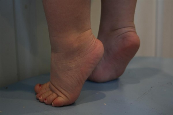 toddler feet tippy toes