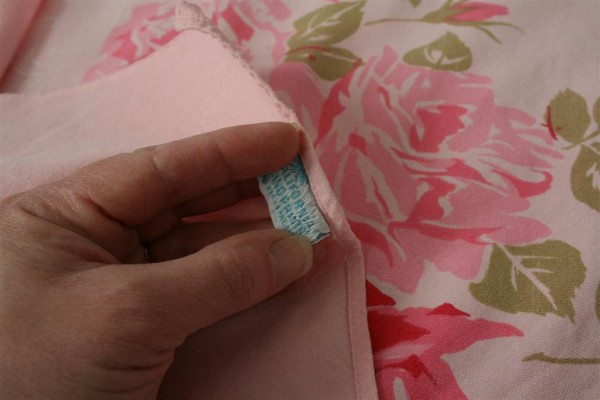 vintage pink roses tablecloth 3