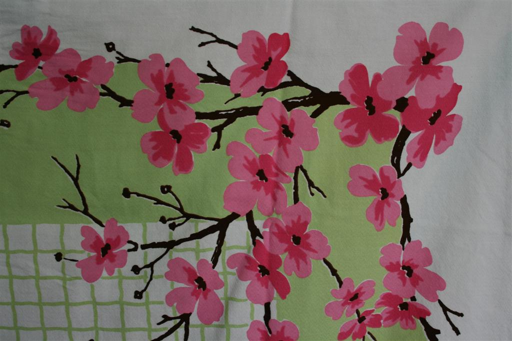 Exceptional Green Vintage Cloth With Pink Blossoms