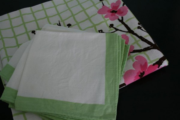 vintage tablecloth with napkins
